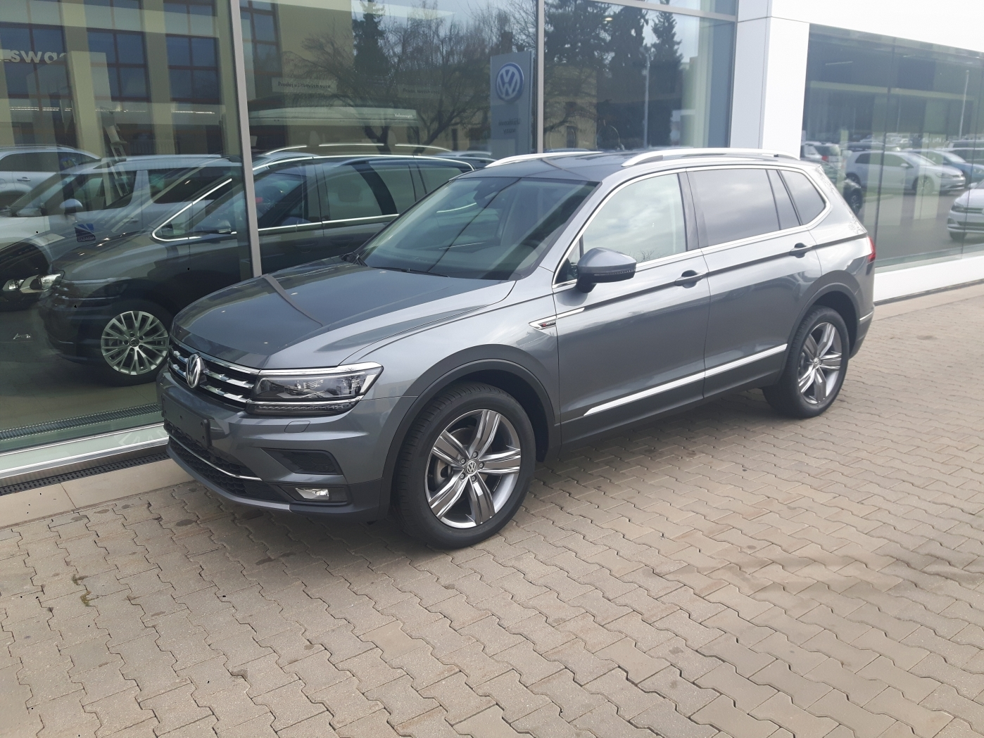 volkswagen tiguan allspace highline 4 motion 2 0 tdi nh car 27 let na trhu 6 showroom 6. Black Bedroom Furniture Sets. Home Design Ideas
